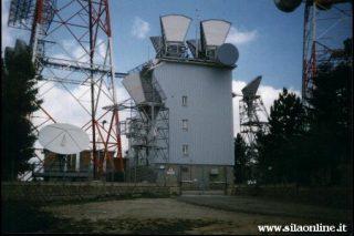 Impianti di telecomunicazione sulla cima di monte Scuro