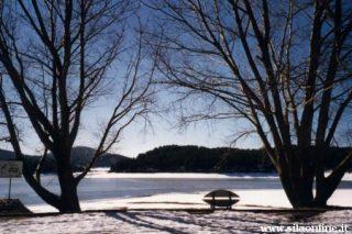 Lorica (cs). Lago Arvo ghiacciato in inverno